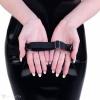 Schwarzes PVC-Stirnband mit Mausösen.