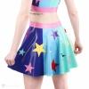 Latexová kolová sukně v duhové barvě s hvězdami - pohled zezadu.