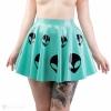 Latexová sukně s motivem alienů v zelenkavé barvě.