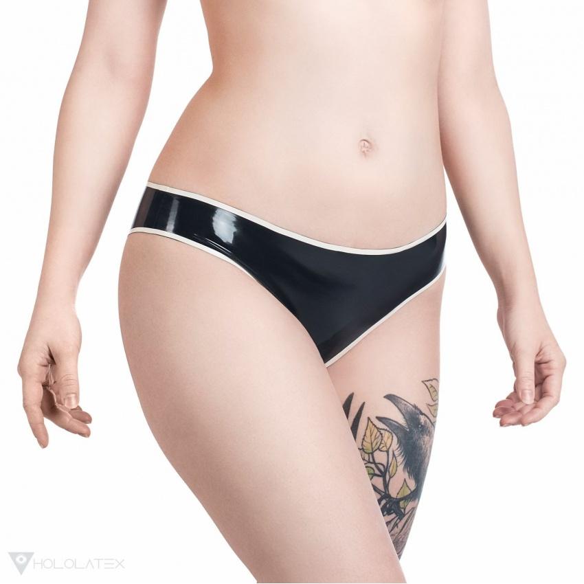 Latexové kalhotky v černé barvě s bílým kontrastním proužkem.
