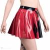 Latexová kolová sukně je ručně vyrobena z černého a červeného latexu.