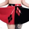 Kolová dvoubarevná sukně z latexu inspirované komixovou postavou Harley Quinn.