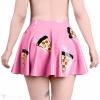 Pohled zezadu. Trojúhelníčky pizzy jsou po celé ploše sukně.