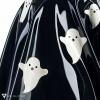 Detail výlepu duchů na černé latexové sukni.