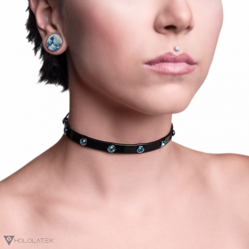 Black choker necklace 1cm wide decorated with blue stones.