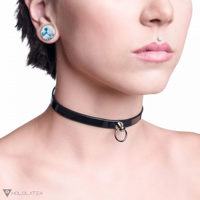 A thin, minimalistic choker made from soft PVC in black, decorated with a small metal pendant ring.