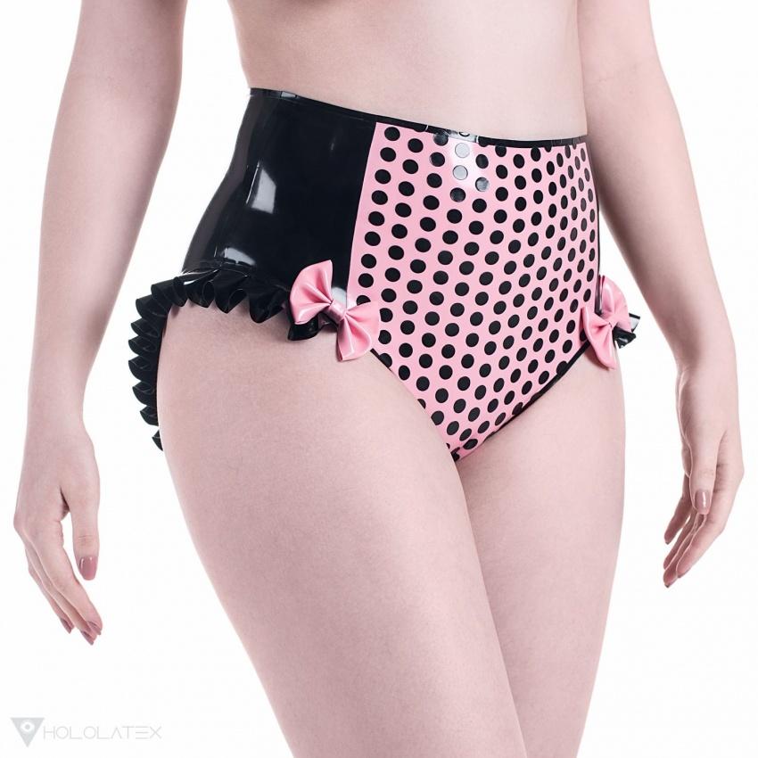 Černé vysoké latexové kalhotky s kontrastním růžovým středem, zdobené puntíky, volánky a mašlemi.